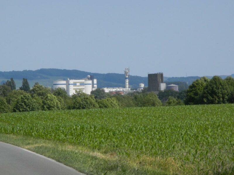 Blick auf die Türme der Lagenser Zuckerfabrik