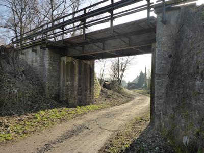Bahnbrücke am Ende der Friedrich-Petri-Straße