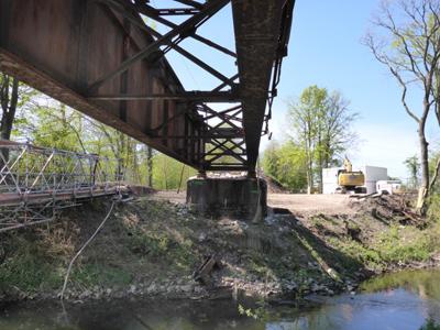 Abriss der alten Bahnbrücke über die Werre