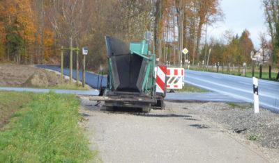 Teermaschine beim Bau des Radweges Helpuper Straße