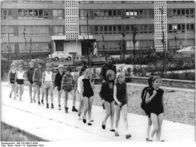 Historische Aufnahme einer Sportklasse aus Neubrandenburg