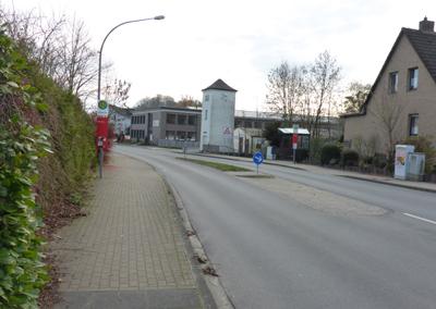 Schule, Bushaltestelle, Radwegkreuzung, Siedlung Ringstraße