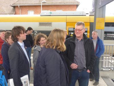 Toni Hofreiter beim Bahnhofscheck in Lage