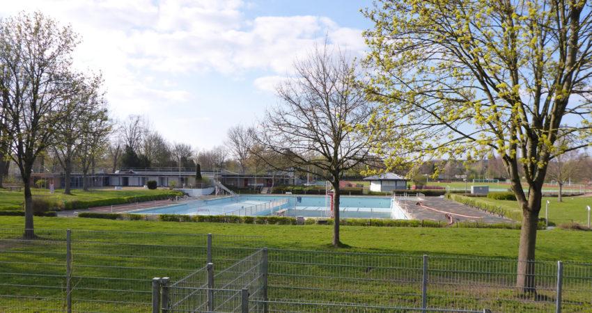 Freibad Lage - hier im Frühjahr - noch nicht geöffnet