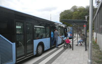 Einsteigen am Busbahnhof Lage