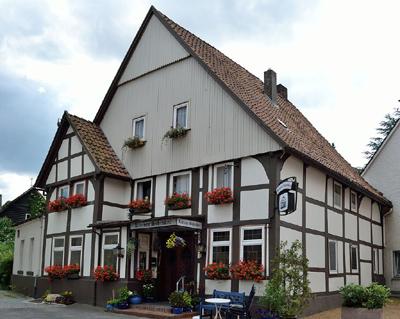 Kleiner Schröder - Denkmalgeschütztes Haus in der Rhienstrasse Ecke Bergstrasse