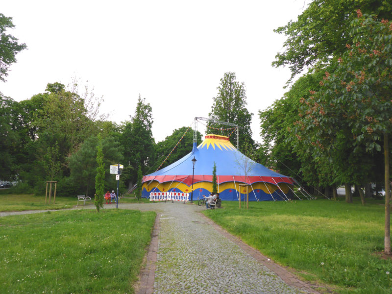Zelt auf dem Sedanplatz - eine Aktion der Grundschule