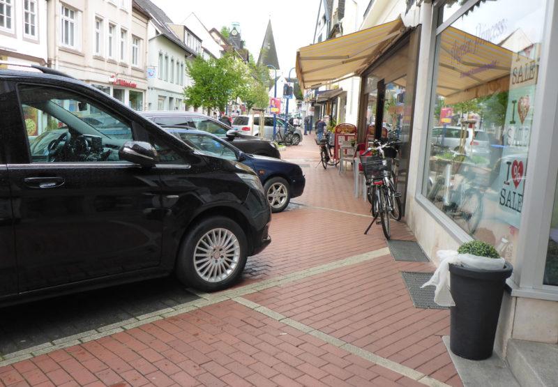 Wenig Platz für Fußgänger in der Langen Straße