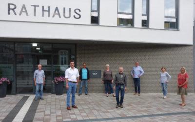 Die Grünen Kandidaten vor dem neuen Rathaus V.l.n.r: Jürgen Rosenow, Robin Wagener (Landratskandidat der Grünen Lippe), Titus Donhauser, Ute Habigsberg-Bicker, Reimund Neumann, Frank Drexhage, Petra Kuhfus, Monika Kuhlmann