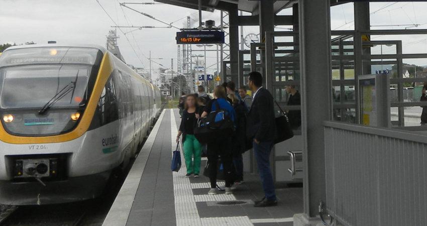 Bahnhof Lage, Eurobahn fährt ein