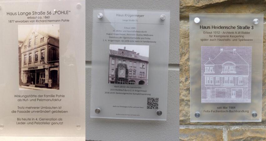 Schilder mit denen an drei Häusern in Privatinitiative angebracht wurden