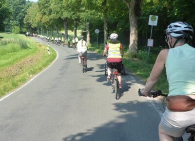 Stadtradeln 2018 - Auftaktveranstaltung Fahrt nach Leopoldshöhe - hier die Gruppe auf der Ohrser Straße