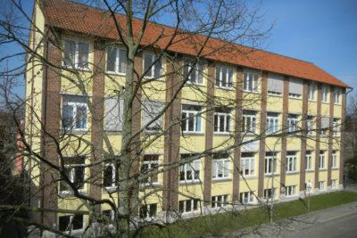 Fassade der Sekundarschule Lage (früher Realschule)