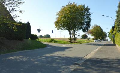 Ehlenbrucher Straße, Abzweig Möllerweg - Hier könnte eine Querungshilfe von Vorteil sein.