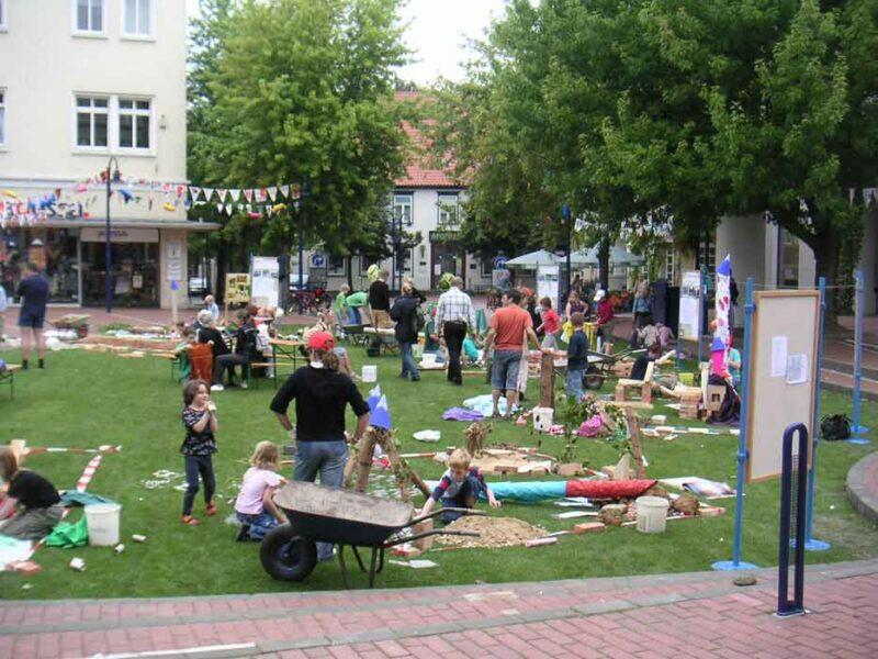 Kinderaktion auf dem Marktplatz in Lage