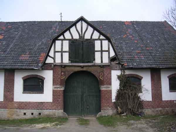 Gebäude am Golfplatzgelände in Lage-Ottenhausen