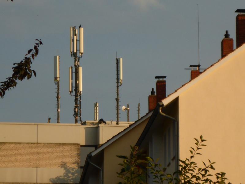 Friedrich-Petri-Straß, Antennen auf dem Haus der Diakonie