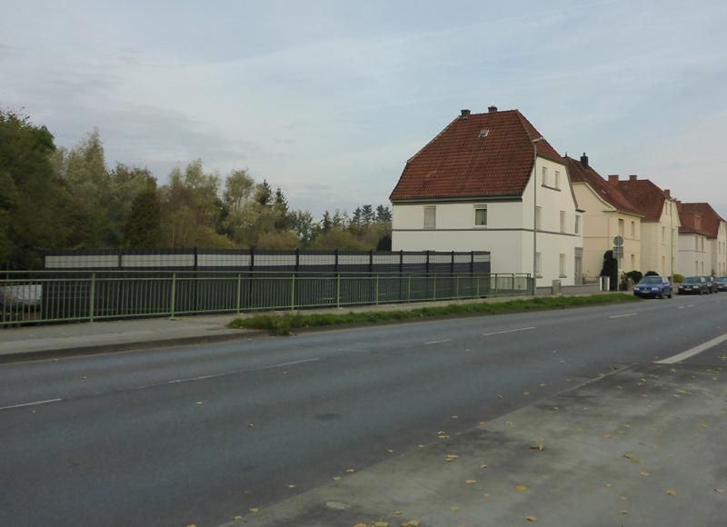 Schrecklicher Zaun an der Stauffenbergstraße, nähe Werrebrücke