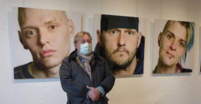 Bilder der Ausstellung Kunst-trotz(t) Armut im Ziegeleimuseum Lage mit Kurator Andreas Pitz