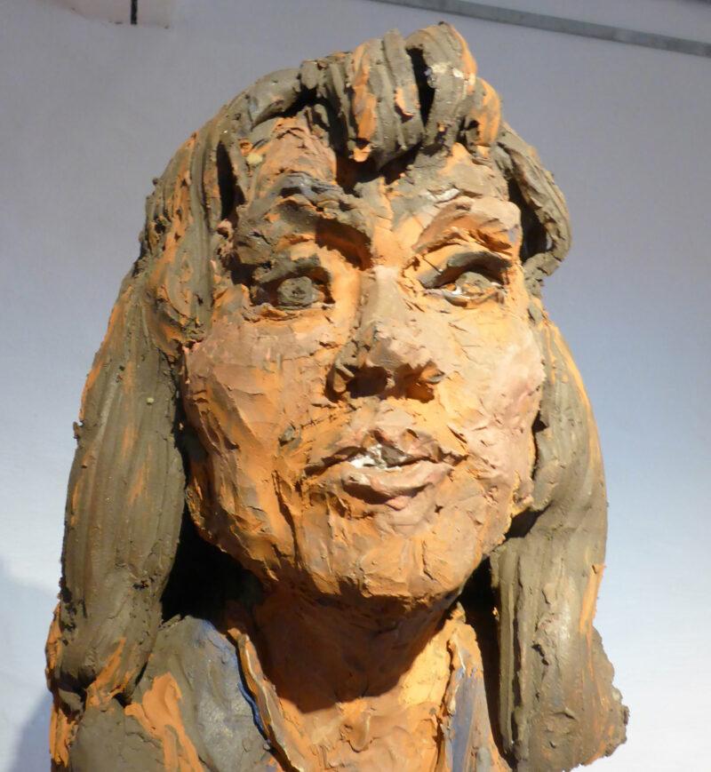 Skulptur von Harald Birk in der Ausstellung Kunst-trotz(t) Armut im Ziegeleimuseum Lage