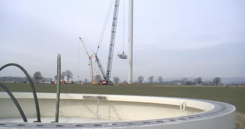 Bau der Windenergieanlagen in Lage-Hagen im Jahr 2011