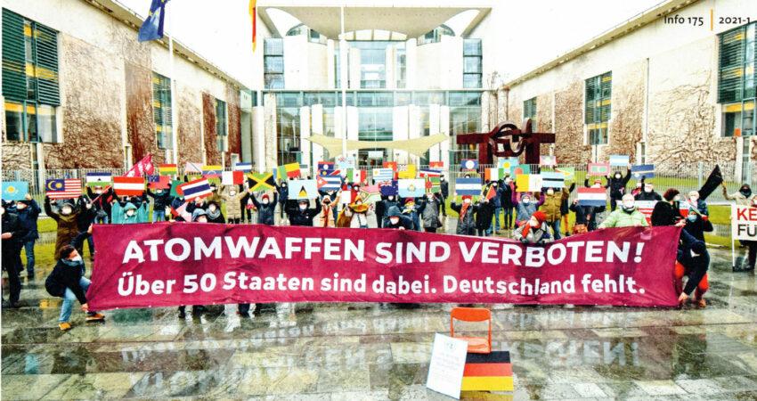 Flaggenaktion am 22.1.2021 vor dem Bundeskanzleramt mit den Flaggen der Unterzeichnerstaaten