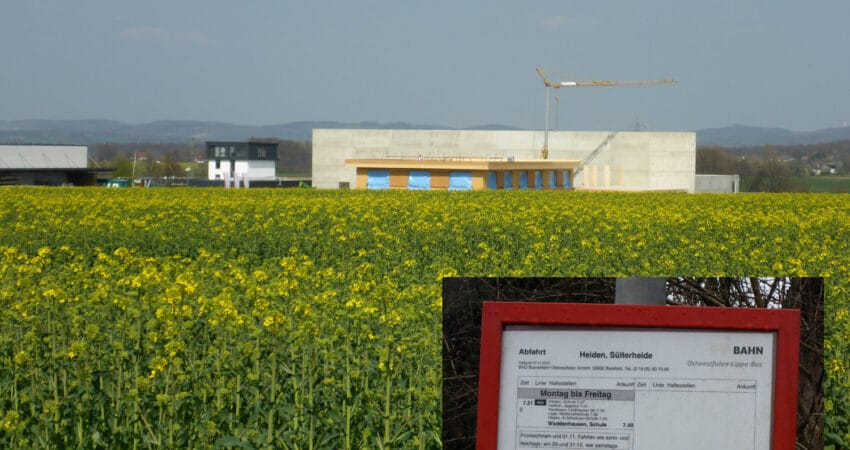 Blick auf das Gewerbegebiet Sülterheide, hier u.a. die Baustelle des Taoasis Gebäude und Fahrplanausschnitt