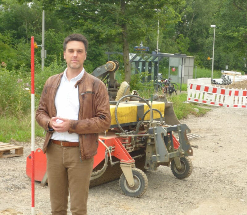 Robin Wagener an der Baustelle Pendlerparkplatz am Bahnnhof Ehlenbruch