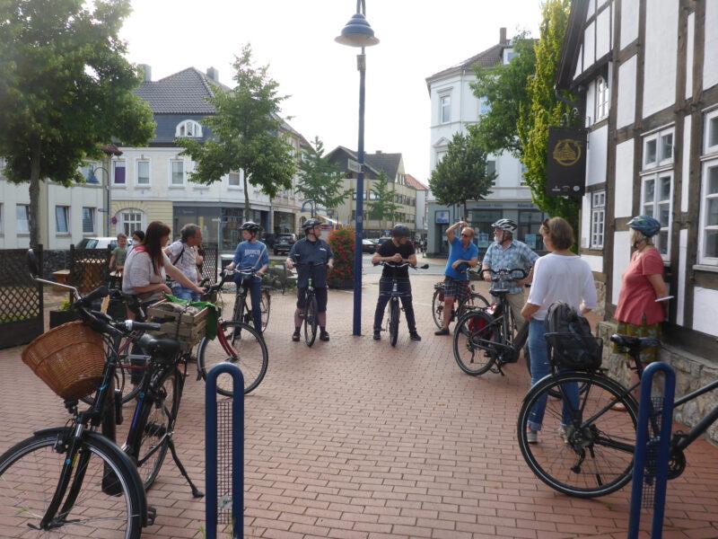 Zwischenhalt am Platz Friedrichstr./Langestr. - hier könnte eine Fahrradstrasse vom Bahnhof in die Innenstadt münden.